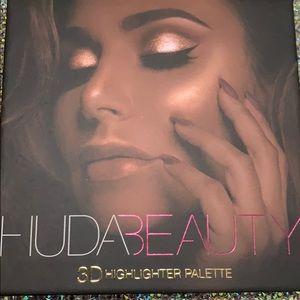 HUDA BEAUTY gold sands 3D highlighter palette